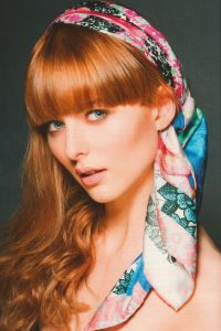 Model scarf hair